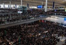 hongkong protestors occupy airport