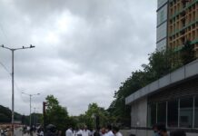 Lawyers protest outside bangalore city civil court for Prashant Bhushan