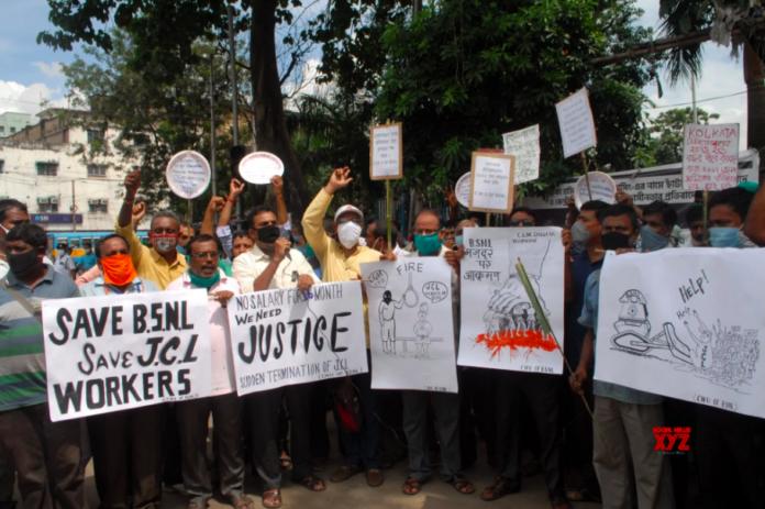BSNL workers against SLA